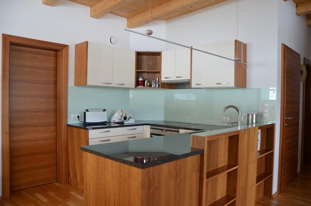 Die Küche Ist Ein Vielseitiger Arbeitsbereich Und Für Viele Der Mittelpunkt  Des Alltags U2013 Hier Trifft Man Sich Zum Arbeiten Und Gemütlichen  Beisammensein.
